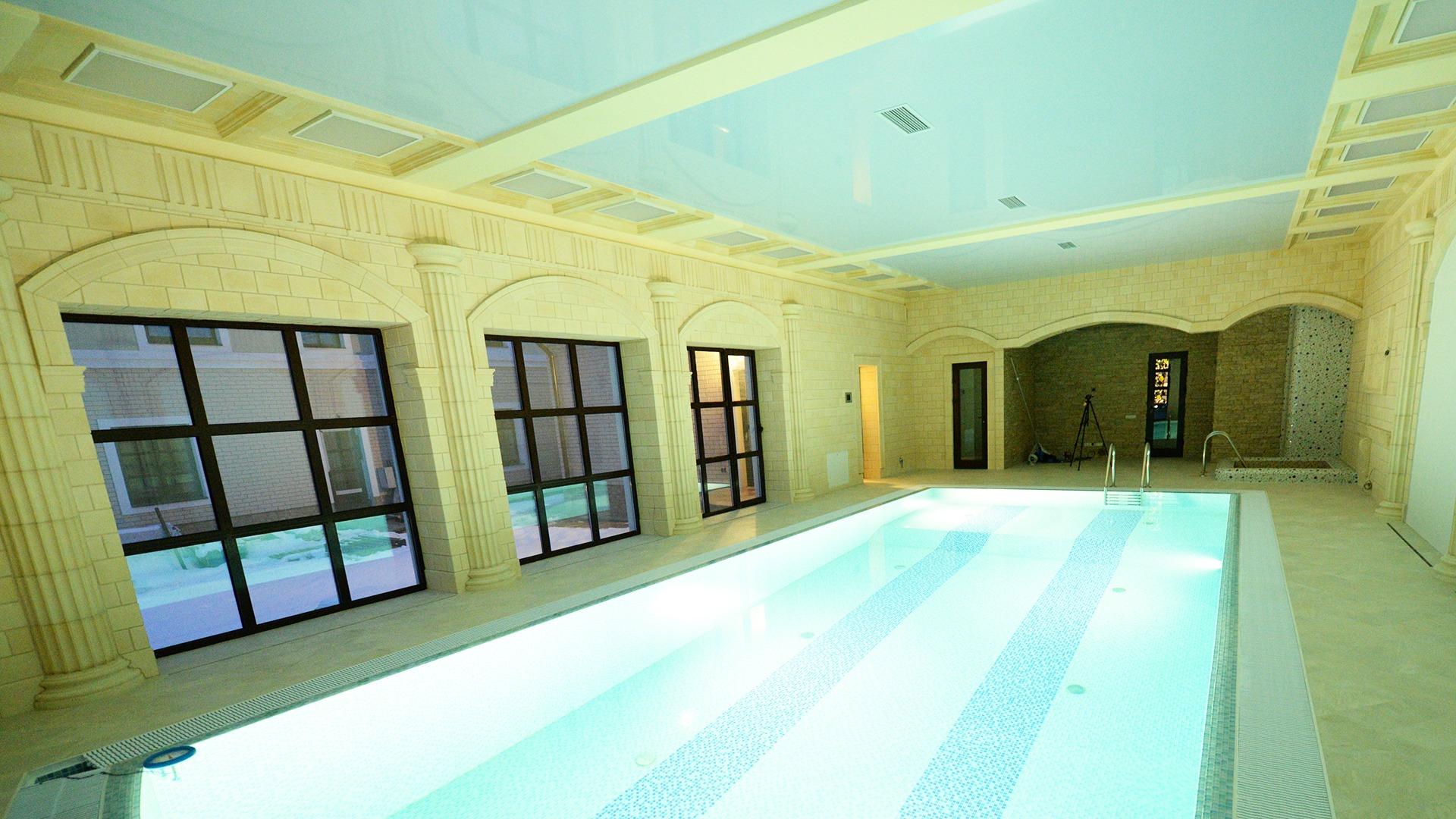 image for круглогодичный бассейн «Манящий Портофино» с отделкой известняком и песчаником